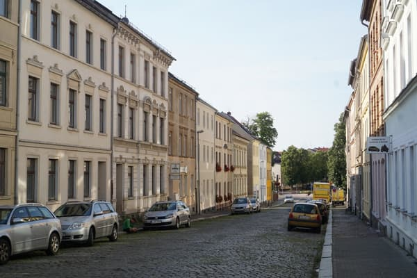 Kantstraße in summer